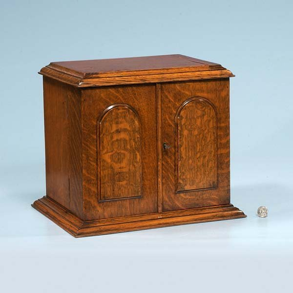 21: English oak tantalus set fitted with three crystal