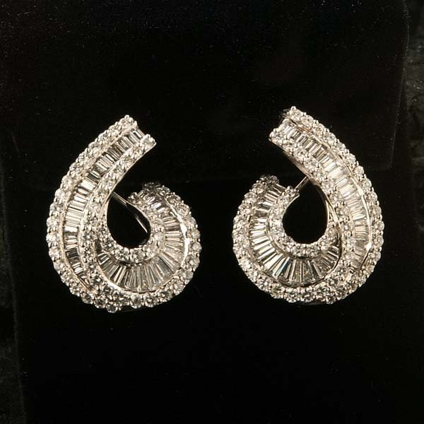 439: Pair of 18 kt. white gold ornate earrings with 192