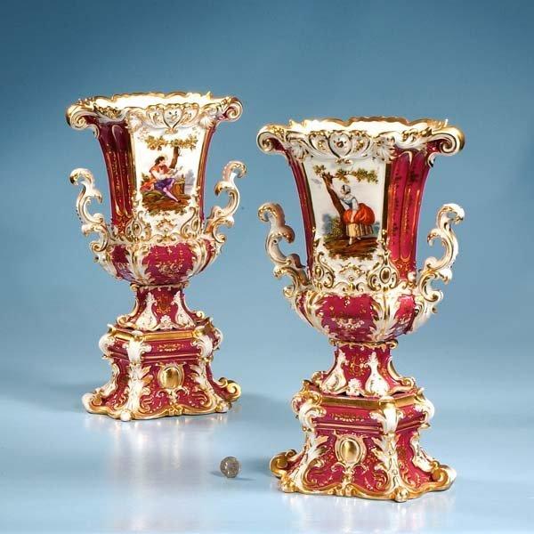 16: Pair of Old Paris porcelain vases with gold gilt fi