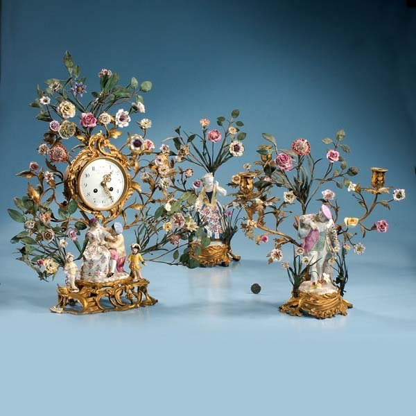 252: Bronze French mantle clock decorated with porcelai