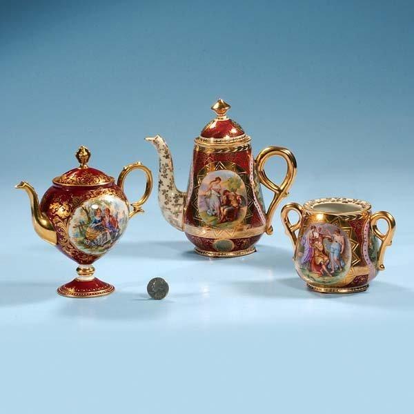 """439: Royal Vienna porcelain tea pot, 7"""" high, and match"""