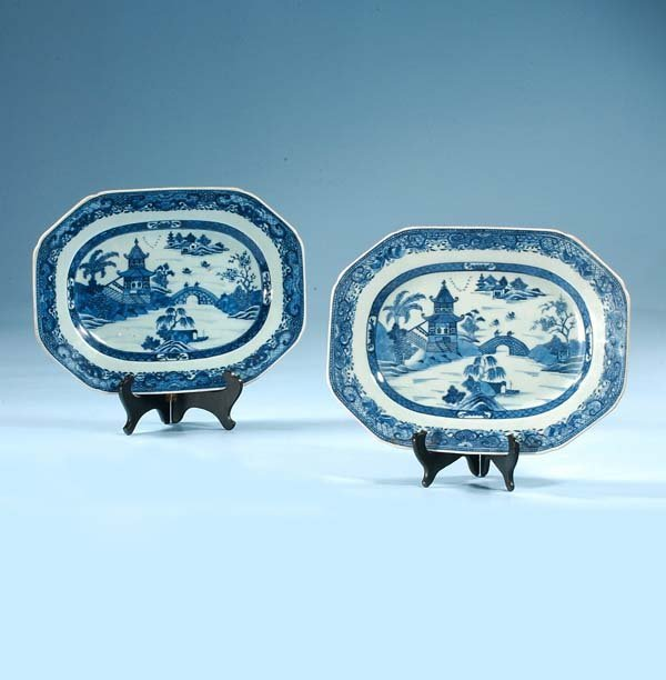 1014: Two blue and white Canton porcelain platters with