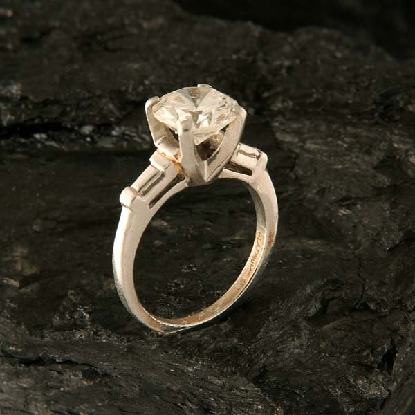1364: Platinum solitaire ring with one round mine cut d