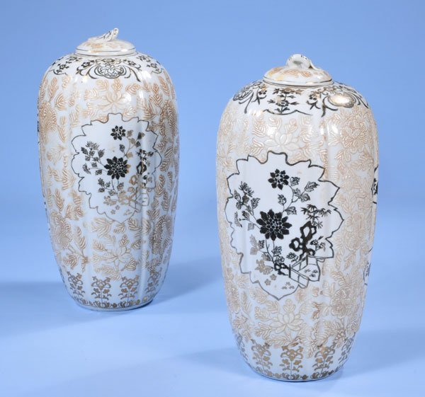 1005: Pair of Chinese porcelain ginger jars with gold a