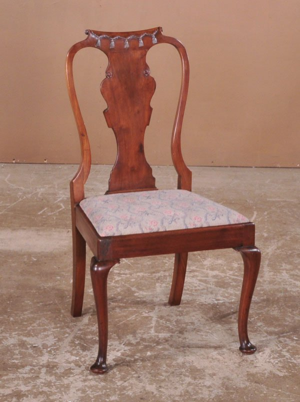 1015: Queen Anne mahogany child's side chair with scrol