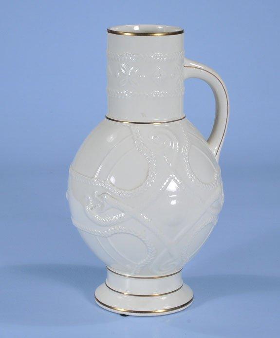 17: White English porcelain jug with gold band decorati