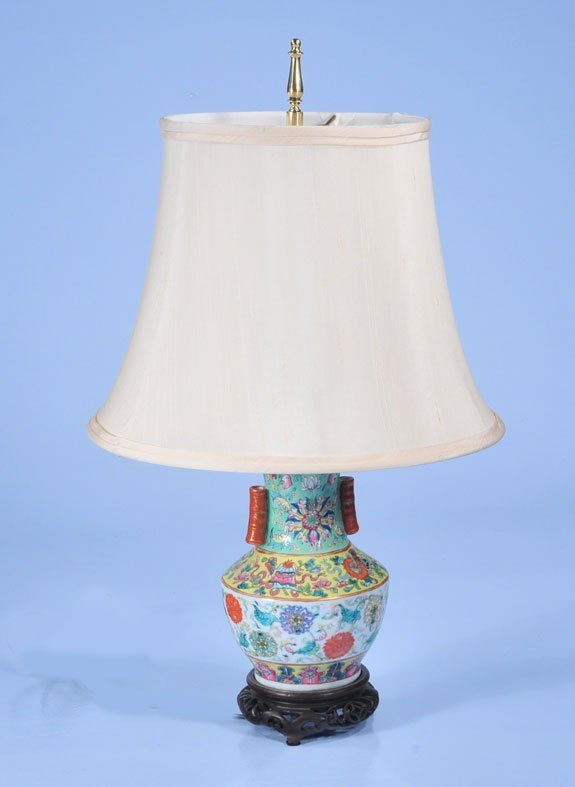 19: Chinese porcelain vase with floral decoration, c.18