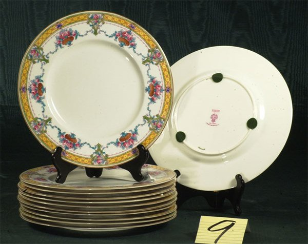 1009: Superb set of 12 Royal Worcester porcelain dinner