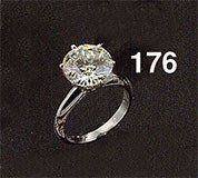 1176: Platinum solitaire ring with one round brilliant