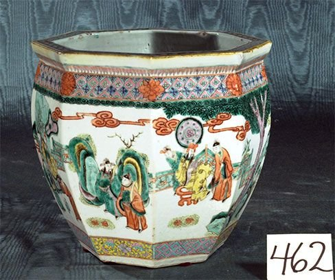1462: Octagonal shaped Chinese porcelain planter with g