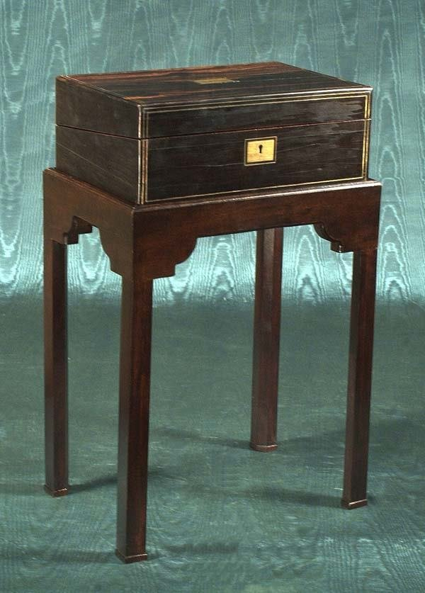 1472: Fine English rosewood lap desk having fitted inte