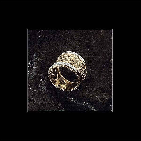 1002: Ladies yellow gold filigree wedding band set with