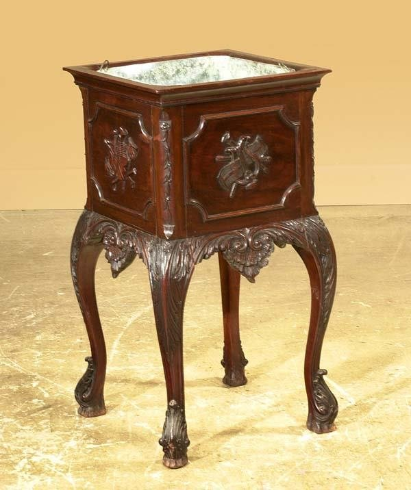 1013: English carved mahogany planter on cabriole legs,