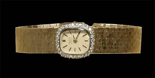 13: 14 kt. yellow gold ladies wrist watch with diamond