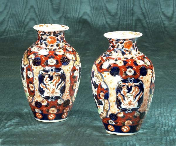 14: Pair of Imari porcelain vases with cobalt blue and