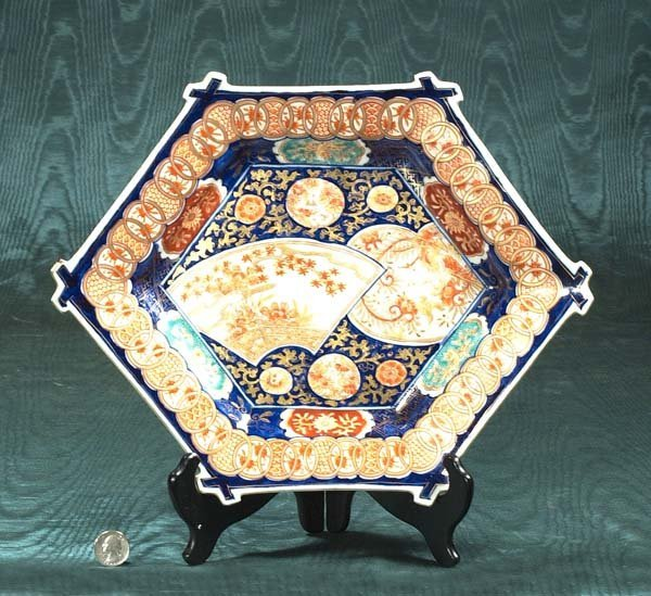 24: Imari porcelain charger with floral decoration, c.1