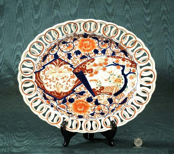 168: Oval Imari porcelain platter with reticulated bord