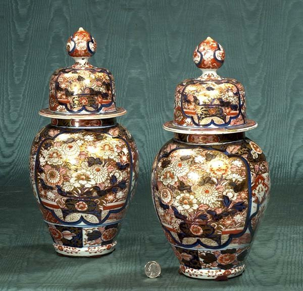 19: Pair of Imari porcelain ginger jars with dome shape