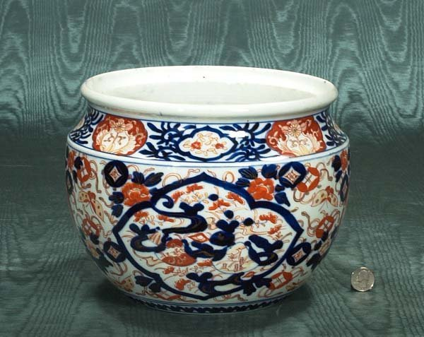 23: Imari porcelain cache pot with butterfly and floral