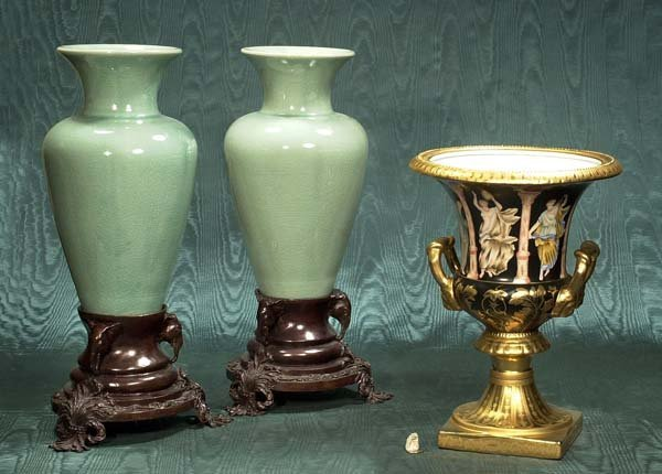 440: Porcelain urn with gold gilt handles and two green