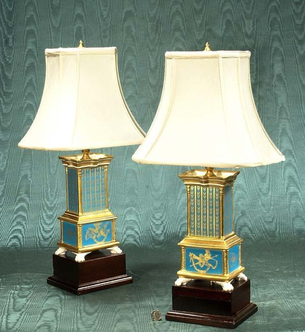 450: Pair of blue porcelain lamps with wooden bases and