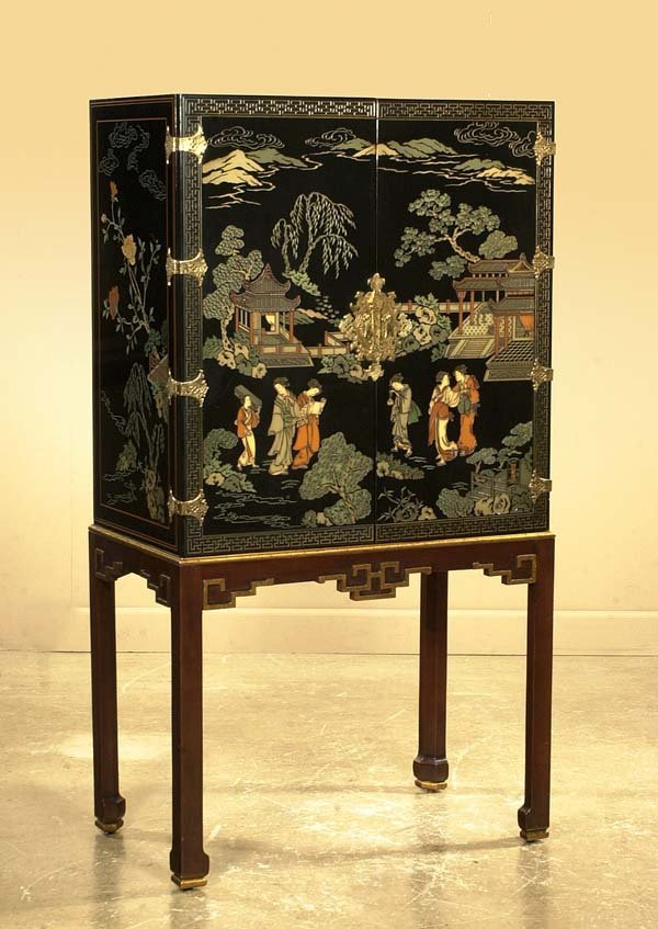 569: Chinese coromandel bar cabinet on a straight leg s