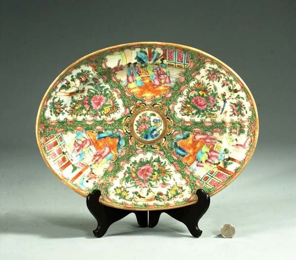 10: Oval Chinese Rose Medallion platter with panel scen