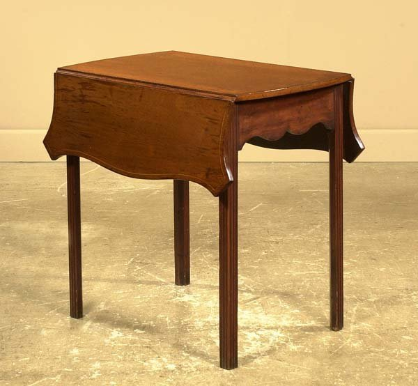 23: Chippendale mahogany Pembroke table with serpentine