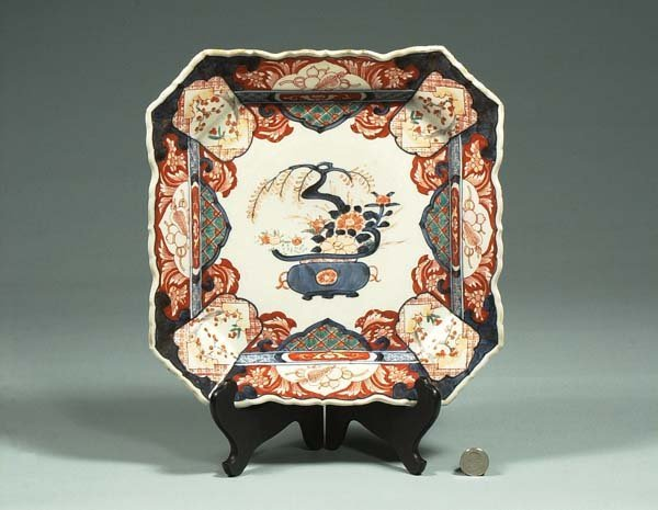 1010: Imari porcelain charger with urn and floral decor