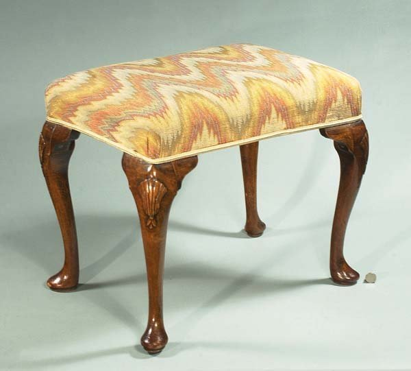 1014: Queen Anne walnut stool on cabriole legs with she