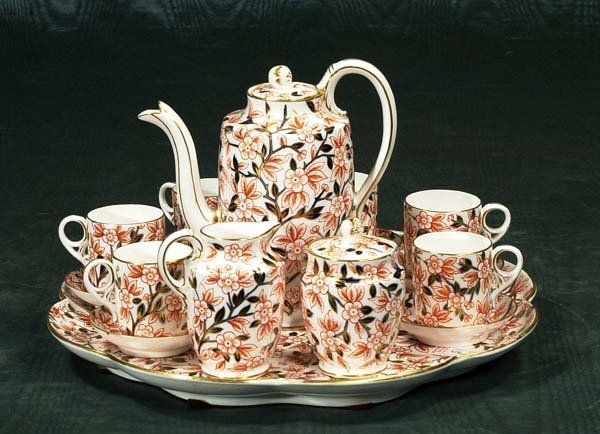 1015: Royal Crown Derby tea set with tea pot, cream and