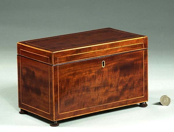 1018: Inlaid Sheraton mahogany tea caddy with fitted in