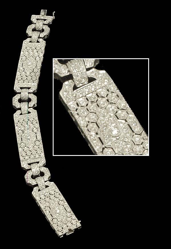 "1022: Art deco style 7"", 18 kt. white gold diamond link"