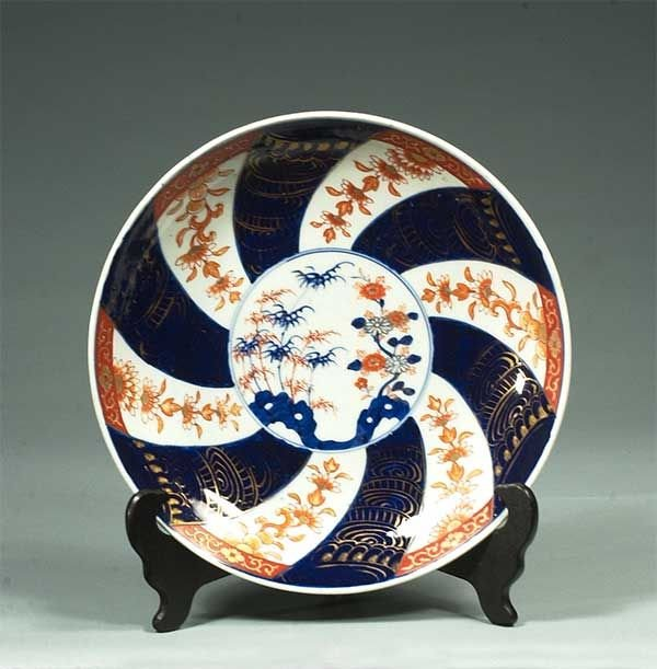 9: Imari porcelain charger with cobalt blue oval and bi