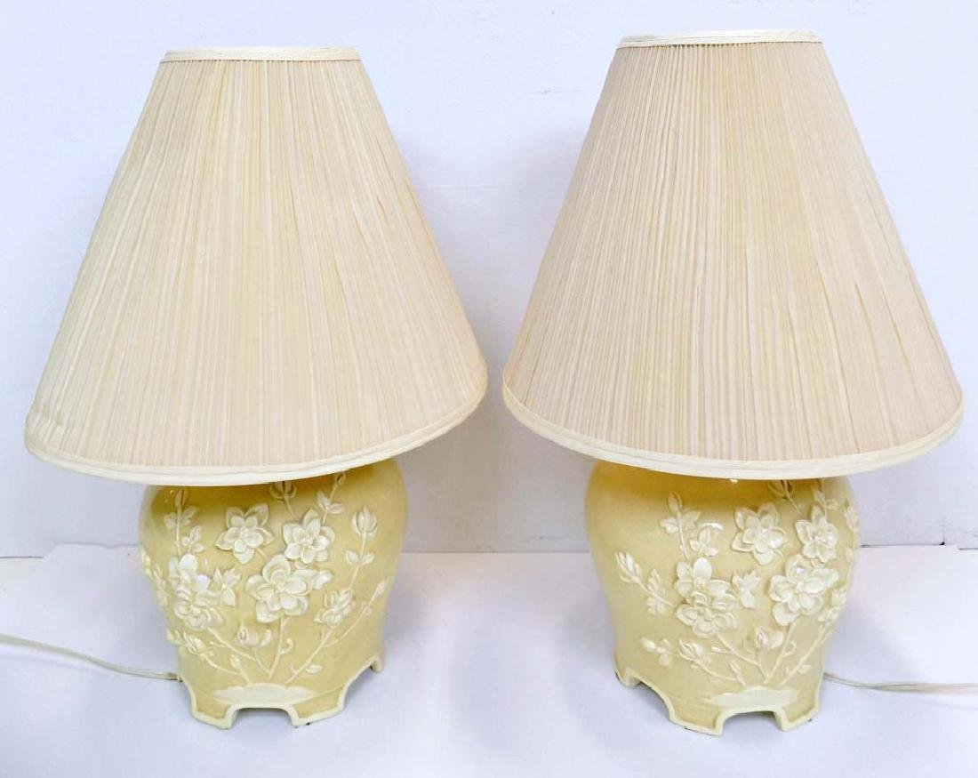 PAIR OF PORCELAIN POTTERY TABLE LAMPS