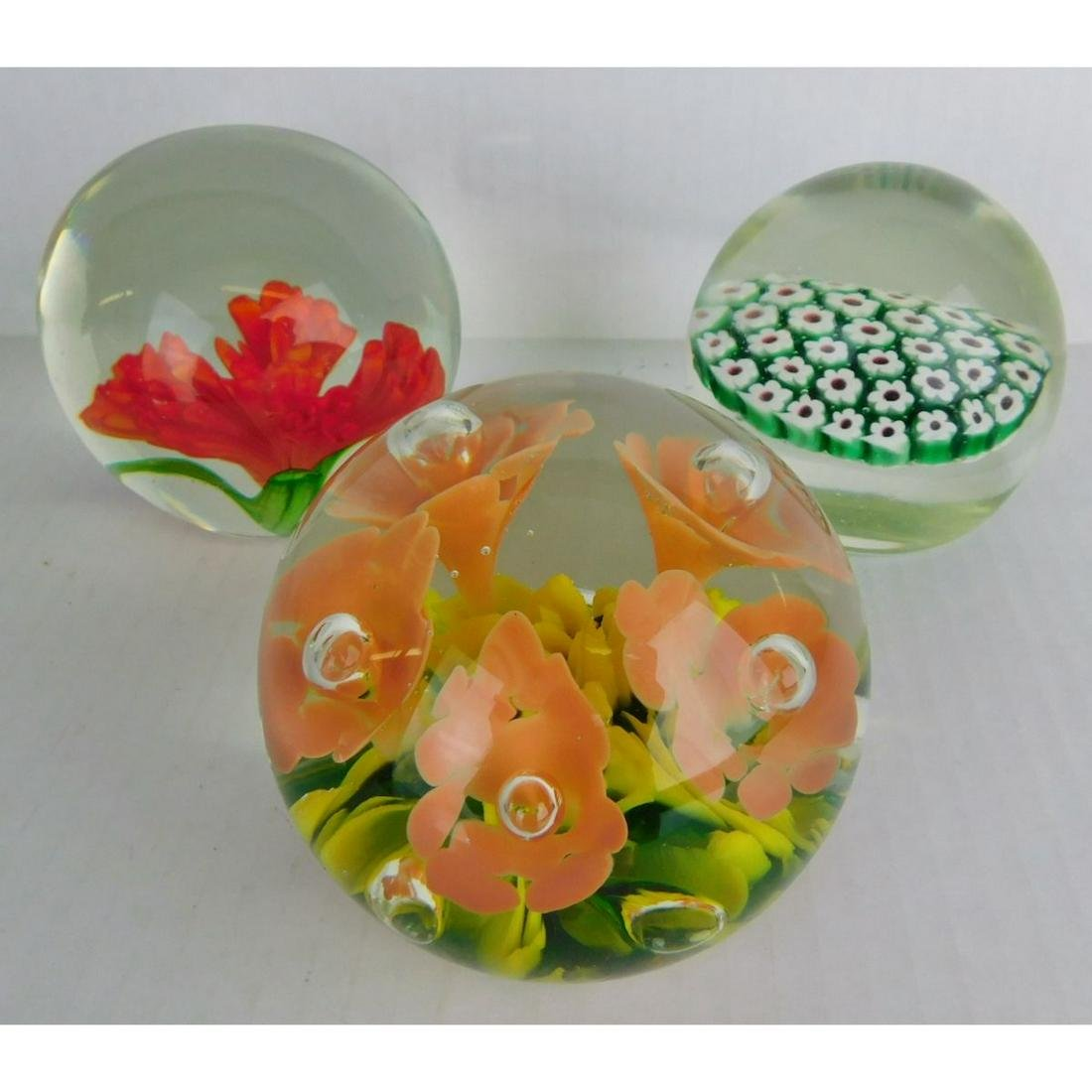 LOT OF ART GLASS PAPERWEIGHTS