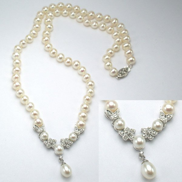 1015: 14KT Pearl Diamond Necklace 0.15CT 17in