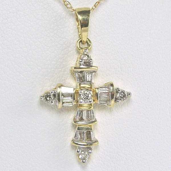 1444: 10KT Quarter Carat Diamond Cross Pendant 24mm