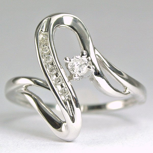 2620: 10KT Diamond 0.11CTS Ring SZ 6