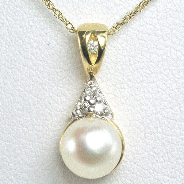 1012: 10KT 7mm Pearl & Dia Pendant 0.04CTS w/ 18in Chai