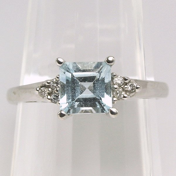 3491: 10K Aquamarine and Diamond Ring 0.06CT