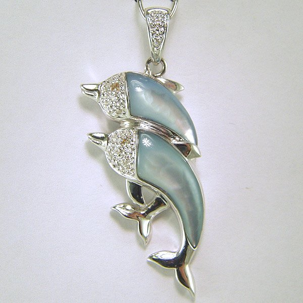 1006: SS Mother of Pearl Diamond Dolphin Pendant 0.08CT