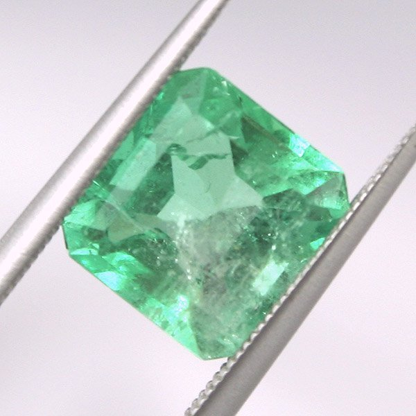 1018: 1.9CT Colombian Emerald 8.09X7.8mm