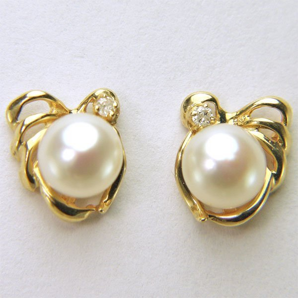 4012: 14KT 5.5mm Pearl & Dia Stud Earrings 0.02cts 9x8m