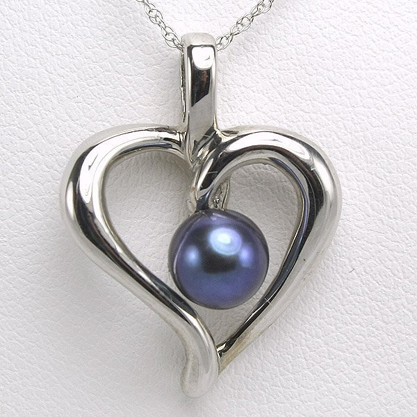 32127: 14KT 6mm Black Pearl Heart Pendant