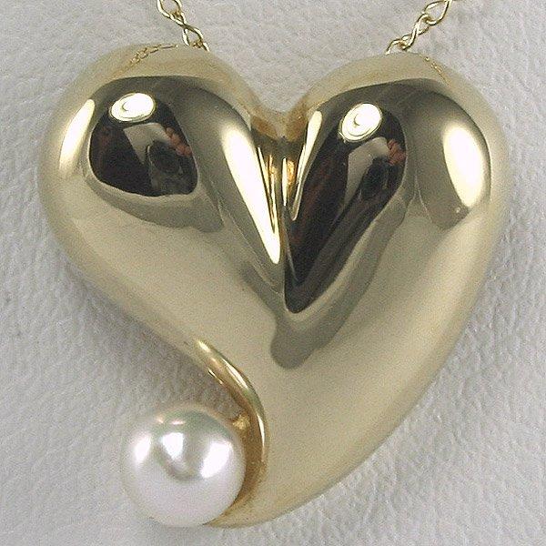 22540: 10KT Pearl Heart Pendant