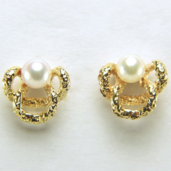 51004: 14KT 4mm Pearl Stud Earrings 8x9mm