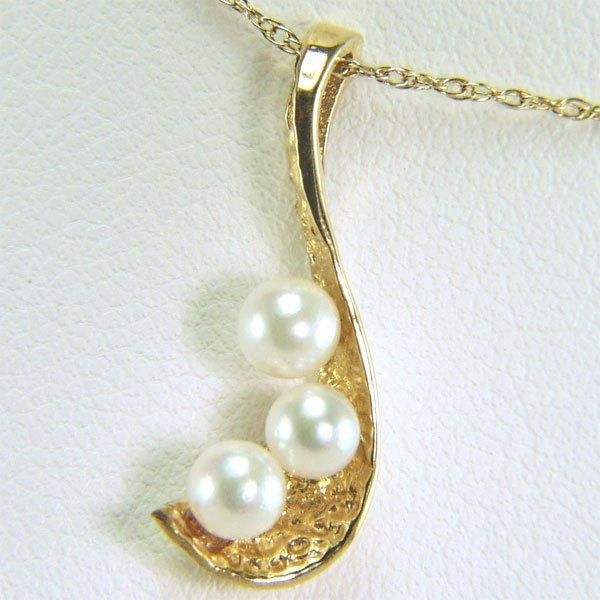 41200: 14KT 3mm Pearl Pendant w/ 16in Chain 20x18mm