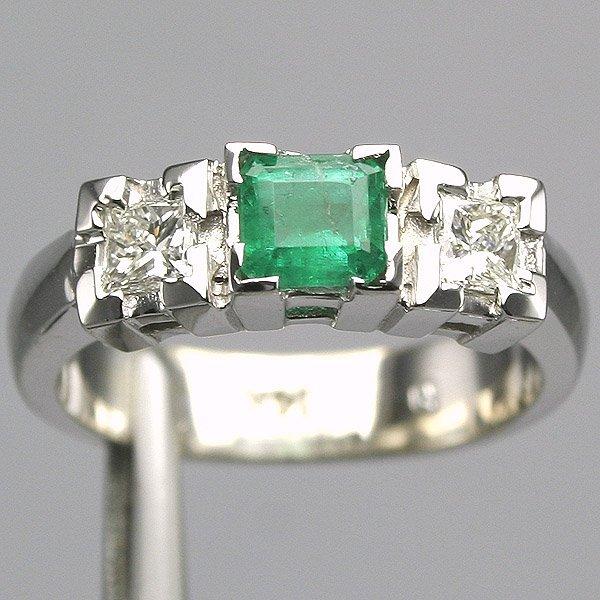11347: 14KT Emerald Diamond Ring 0.90 TCW VS Clarity