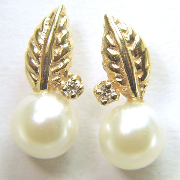 11006: 14KT 5.5mm Pearl & Dia Leaf Stud Earrings 0.02ct